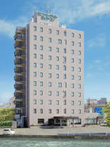 ホテル外観(地上11階建て、国道に面したホテル)