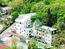 美しい新緑に包まれたメルヘンハウス