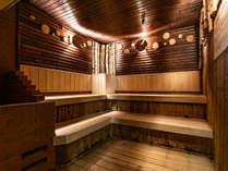 ◆ひのきの座面と白樺の装飾で芳醇な香りのサウナを満喫してください!