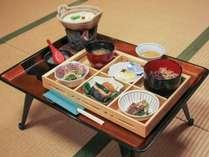 *【和朝食一例】旬の食材を使用した健康的な朝食です。ふわとろの豆乳鍋はポン酢でどうぞ♪