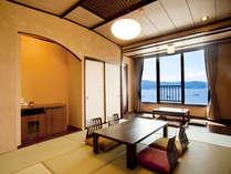 【詩季亭◇和室10畳】湖側。諏訪湖の美景に癒されるゆったりとした空間。