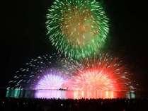 【花火】諏訪の夏の風物詩。湖面に映る花火も美しい。湖側客室からご覧いただけます