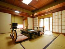 *【離れの間一例】典雅な日本庭園が目の前に広がる、折々の旬の風情が漂う数奇屋風のお部屋です。
