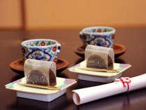 *静岡茶と女将手作りの羊羹。心からのおもてなしで、お客様をお出迎え致します。