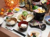 ・ある日の夕食いいやまみゆきポークきのこ鍋、川魚塩焼き、馬刺し、信州そば、大根煮物、