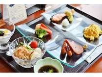 朝食はクラブハウスレストランで!和食と洋食のセットメニュー(6:30~11:00)