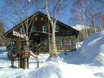 快晴の朝、躍る心を抑えつつ、スキー場まで、お客様をお送りする時!