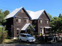 アルマナック外観2016年10月 外壁塗装を行い、白い屋根が眩しくなりました。