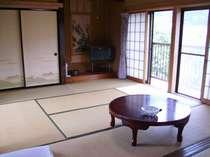ゆっくりくつろげる広々14畳の和室