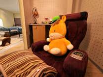 *和洋室(玉響)/小部屋で寛げるマッサージチェアを配備。日頃の疲れを癒しましょう。