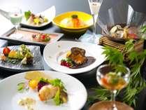 ご夕食の会席コース料理(お写真はお料理の一例です)