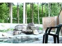 癒し森の中の露天風呂