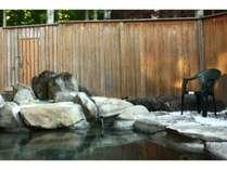 癒し森の露天風呂2