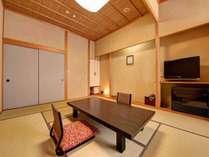 *【新館:スタンダード】10畳+4畳の2間です。畳の上でのんびりとお寛ぎください