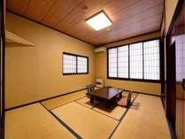 *【本館(旧館):10畳】1988年より親しまれてきた本館。10畳のお部屋は広々とお使いいただけます