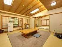 *【本館(旧館):ペット特別室(10畳+12畳の2間)】大切なペットと一緒に宿泊できるお部屋です