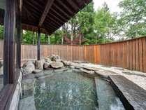*【温泉:露天風呂】大自然を満喫できる、開放的な露天風呂(春から秋までご利用いただけます)