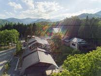 *【外観】山の麓に佇む一軒宿。周辺には大自然が広がっています。
