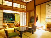 【伝統の特別室】四季を感じる中庭が見えるお部屋でご用意。