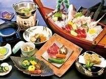 熊野牛ステーキ、鯛姿造り・勝浦天然まぐろお造り等(一例)