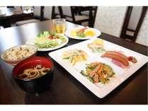 ◇サラダ・フルーツのあるヘルシー朝食