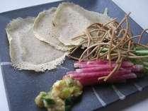 一の倉春のガレットです、春大根と菜の花、ふきのとうのお味噌を巻いて食べます