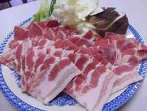 人気の白馬豚の焼き肉です、特性タレと採れたて野菜でお腹いっぱいに!