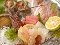 *ROYAL PLATE C:採れたての活伊勢海老・アワビ・サザエ・地魚お造りを盛り合わせた海鮮ロワイヤルプレート