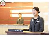 フロントスタッフフロント♪明るい笑顔でお客様をお出迎え致します!