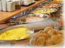 朝食:連休中など込み合うシーズンにはお待たせすることがあります。