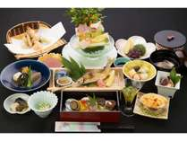 繊細な和食の美。そんな細やかな気配りを伝える和食膳。