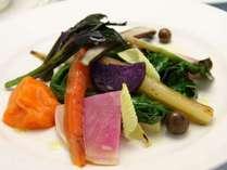 農園で丁寧に育てられた野菜を季節と共に味わってください。
