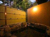 全室、源泉掛け流し100%天然温泉で内風呂と露天風呂を完備いたしております。