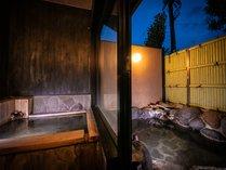 客室露天風呂と内湯のついております。