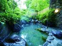 自慢の露天風呂。程近い源泉より引入れていますので泉質には自信があります