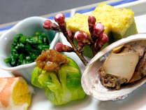 お花を摘むように1品1品を創作をし彩りも味もおもてなしの旬の厳選食材の海幸・山幸の前菜