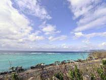 *当館の周辺には海水浴も楽しめる海も!沖縄の青い海へGO!