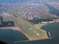 宮崎市の至近距離にある全国で最も利便性の高い空港の一つ。民宿innみやざき湯楽庵より車で10分。