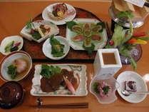ご夕食は1階お食事処で店主が毎日直接仕入れた食材でおすすめの創作郷土料理をたっぷり美味しく♪