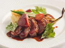 肉のソースは、信州プレミアム牛のすじ肉や野菜をベースに5日間かけて煮込んでいます。