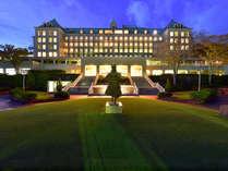 ゴルフ場とヘリポートを持つホテルが贈る、ワンランク上の時間。