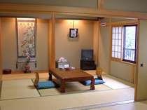 新館和室:206 8畳間×2ゆったりとした純和風のお部屋。