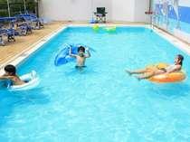 夏季限定の屋外プールで子供たちもおおはしゃぎ!水深 約80cmで安心して遊べます!7月中旬より
