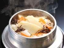 【夕膳/釜飯】美味!目の前で炊き上がる熱々の釜飯。香りと一緒にどうぞ。※料理イメージ