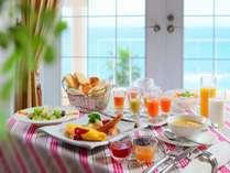 【洋朝食】海の見えるレストランで洋朝食をご用意いたします。