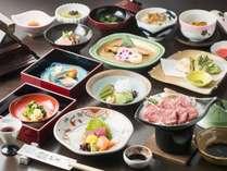 (夕食)飛騨牛陶板焼き付いた会席料理です。