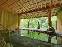 *ひのきの湯(露天風呂)/自然が織り成す美しい景色を眺めながら、お肌に優しい天然温泉を満喫下さい。