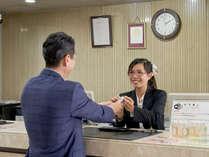 【ホテルフロント】皆様を笑顔でお迎えいたします★