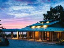 多田屋の海辺の玄関がリニューアルいたしました。海と夕景をお楽しみいただけます。