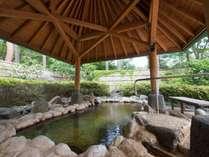 *<日帰り温泉 延命の湯/女湯>湯量もたっぷり、広々とした露天風呂でお寛ぎください。